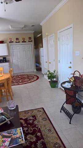 Peaceful Jefferson Parish apartment