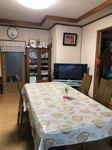 居間とキッチン
