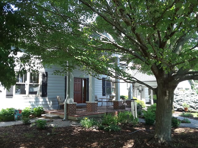 Country Home  1-10 people, 6 beds,  near Purdue