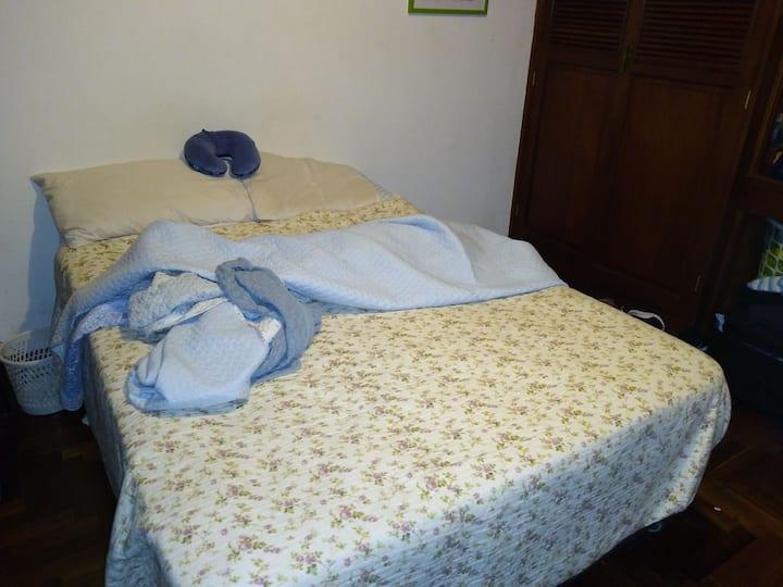 Habitación espaciosa para una pareja o una persona