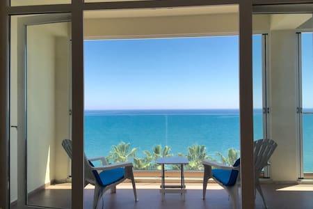Beautiful seafront apartment - Larnaca - Apartment