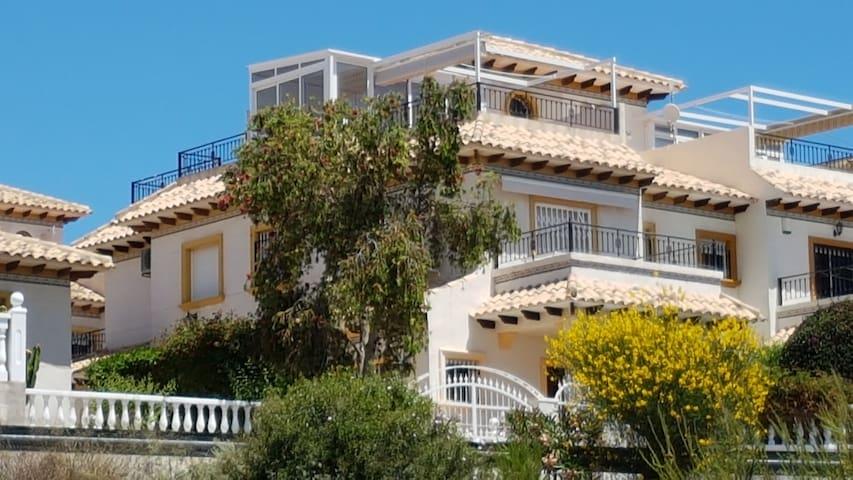 Sonniges Ferienhaus in Top Lage / Playa Flamenca