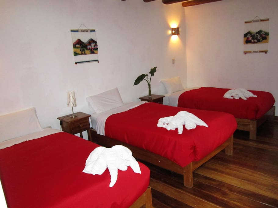 Pacha quechua earth ollantaytambo bed and breakfasts for Living room quechua