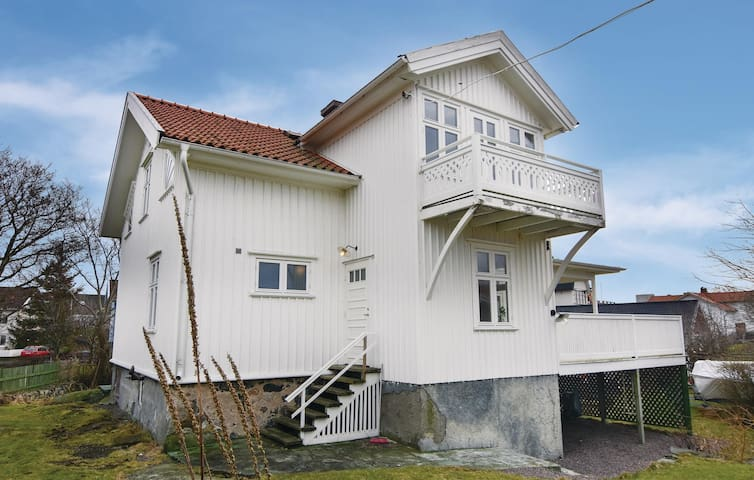 Holiday cottage with 6 bedrooms on 176 m² in Hönö