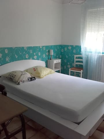 Chambre lumineuse, accès jardin, sdb et cuisine - Perpinyà - Casa