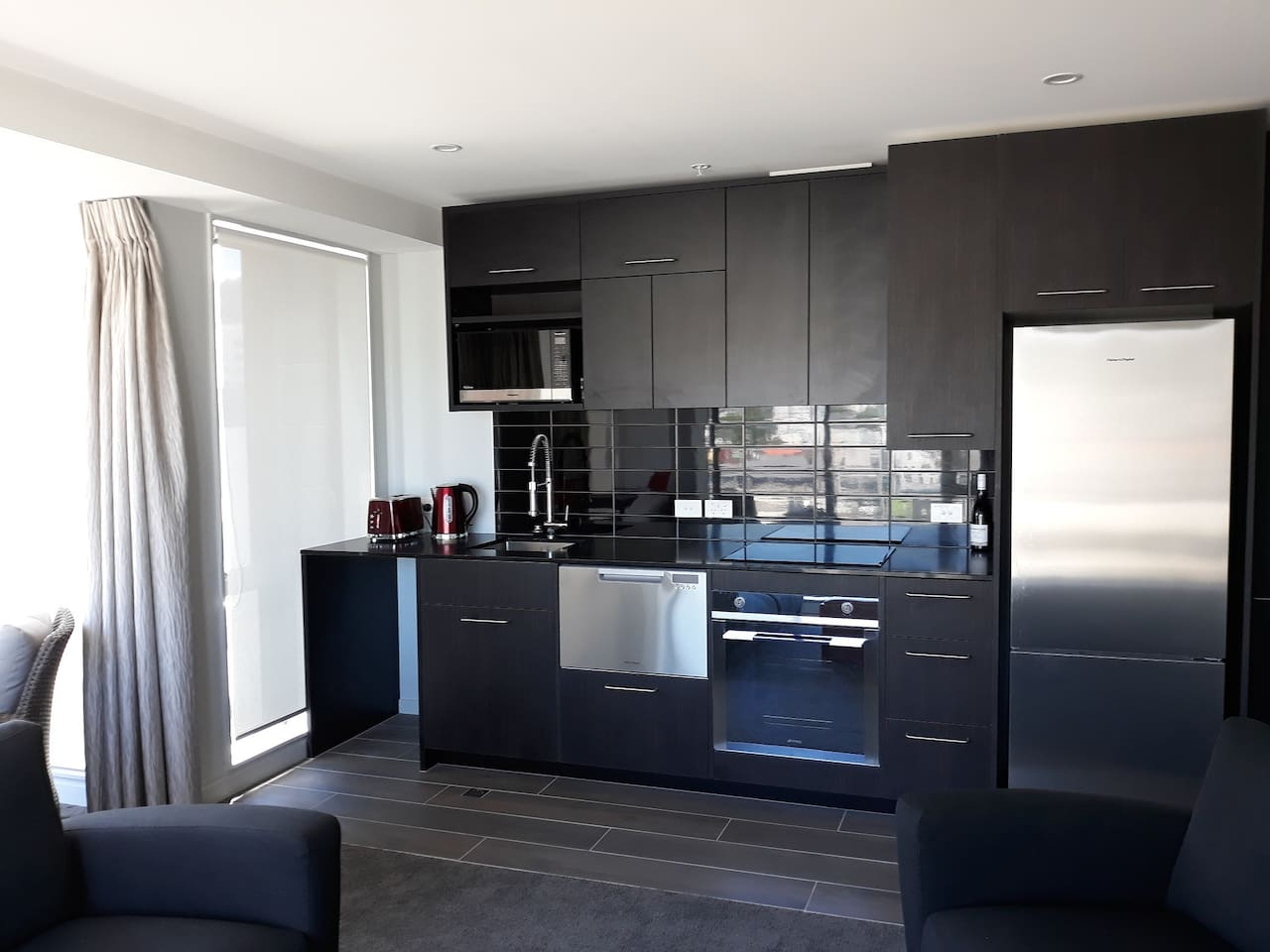Full kitchen including single dish drawer dishwasher