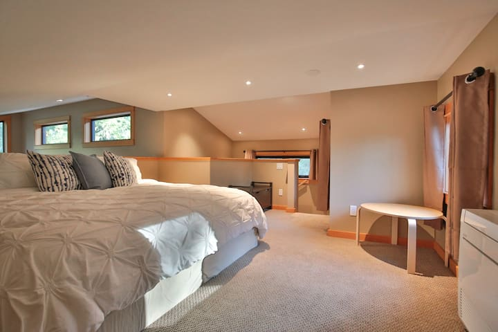 Loft bedroom with King or 2 Twin XL's