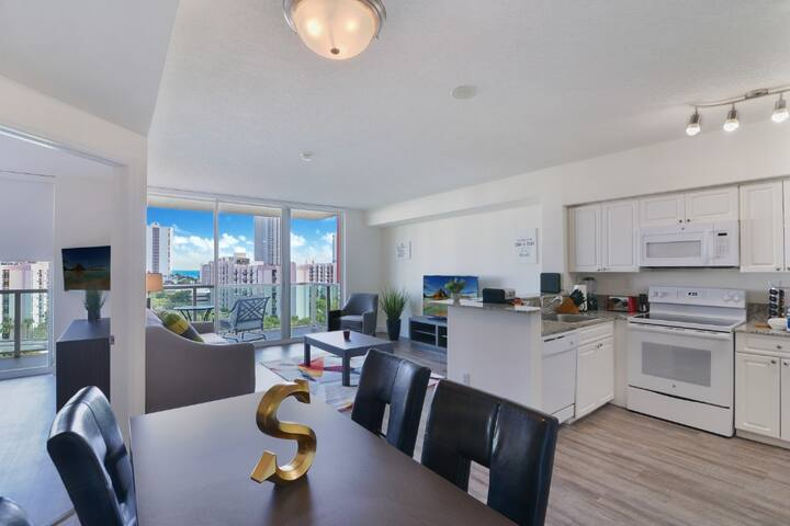 1BR steps from Sunny Isles Beach