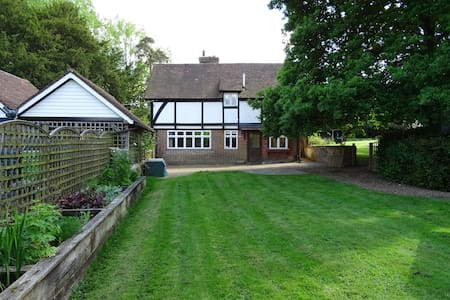 Charming 2 Bedroom Lodge with enclosed garden - Hawkhurst