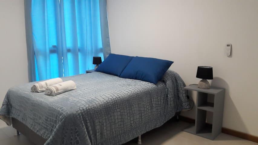 Dormitorio 1 con baño en suite.