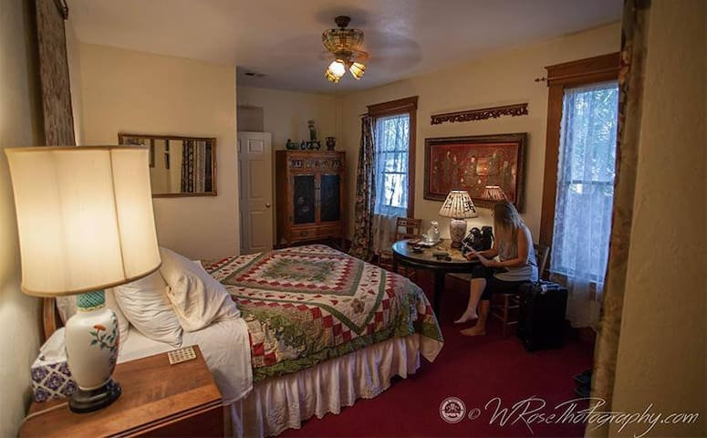 Sweetheart Room, queen bed, private bath with 5' clawfoot tub