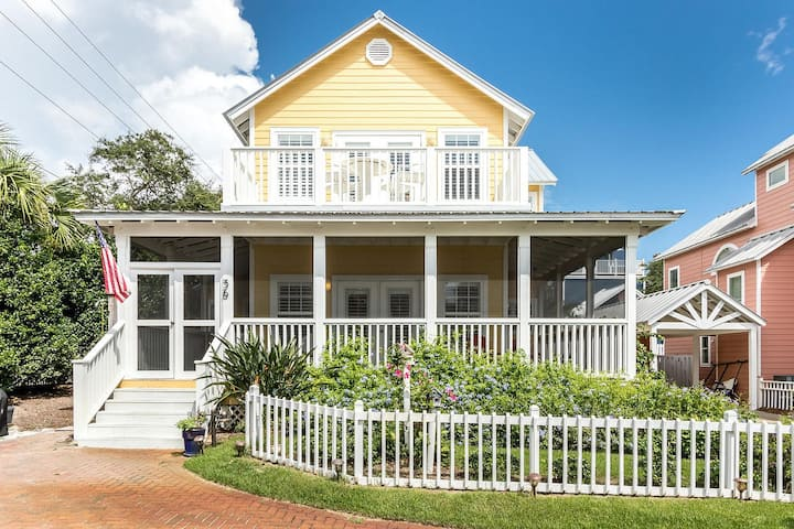 Coastal Getaway, Amazing Porch & Private Beach!