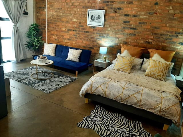 Maboneng on Craft with WiFi, Netflix,Showmax,Prime
