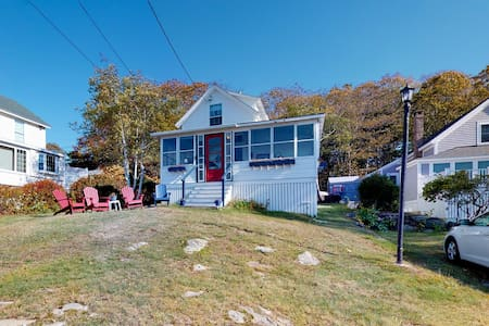 Oceanfront family home w/ screened porch, amazing view & water access!