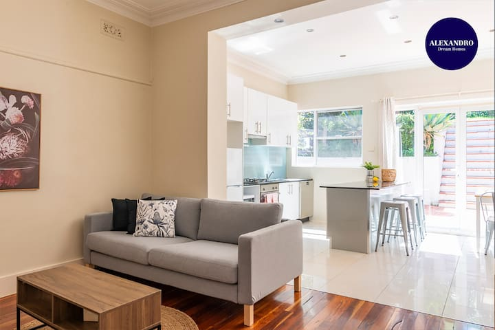 RELAXED FAMILY HOME WILLOUGHBY // PET FRIENDLY