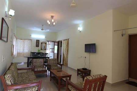 Comfortable home stay at Adyar, a prime location