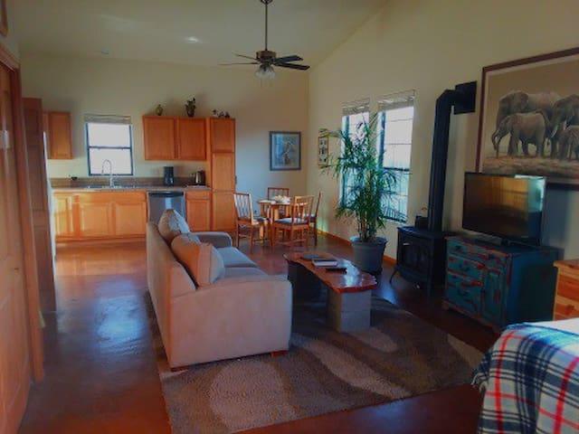 Granite Mountain View Studio with Hot Tub