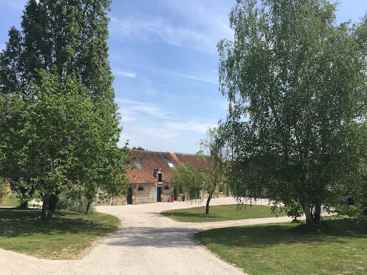 Belle longère Sully-sur-Loire, 6 boxes à chevaux