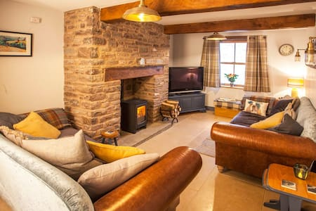 Cosy cottage in hamlet with pub