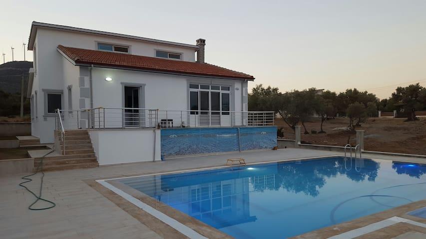 Havuzlu şömineli villa - Akbük Belediyesi - Villa