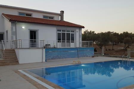 Havuzlu şömineli villa - Akbük Belediyesi