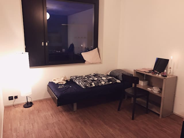 Affordable cosy room near Zurich Oerlikon