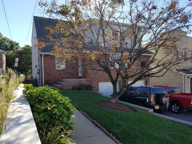 Charming urban home just 7 miles from NYC - North Bergen - Huoneisto