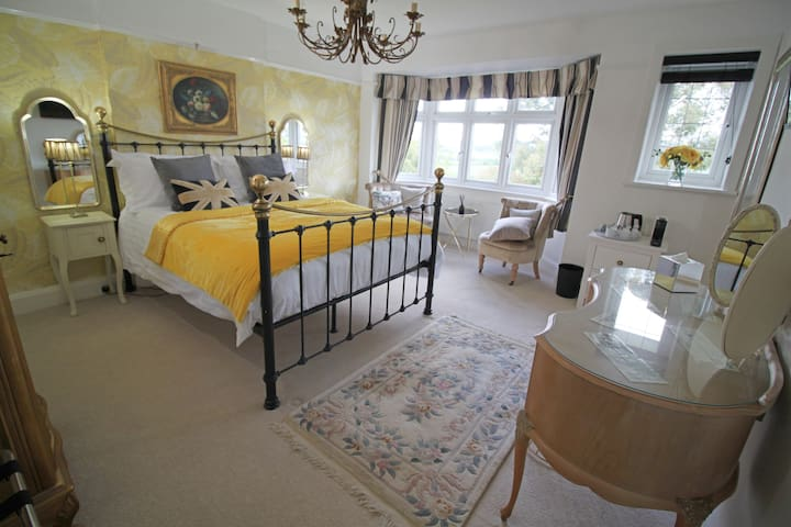 King Room/Family Suite with En-suite (Dipford)