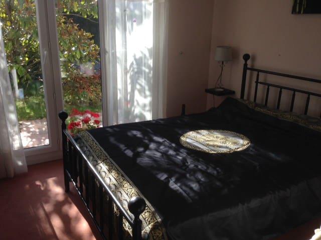 1 Chambre + Salle D'Eau / 2 Personnes - Maurepas - Hus