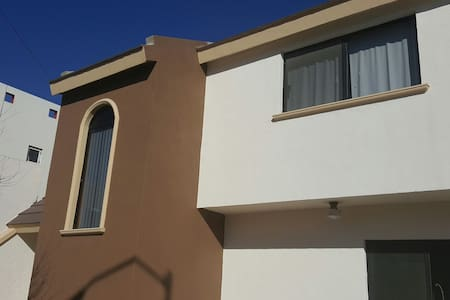 HOUSE FOR EXECUTIVES PRIVATE AREA - Saltillo