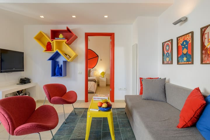 POP ART style apt steps from Hilton beach Tel Aviv