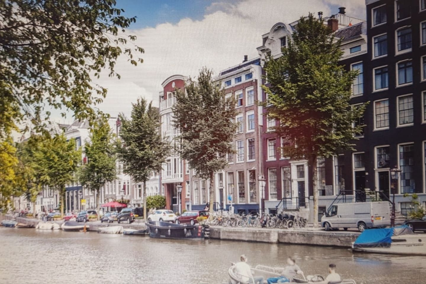 The highly sought-after Amsterdam canal ring at your doorstep.