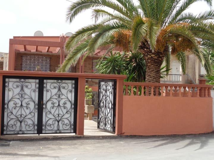 Villa au centre de SIDI Bouzid  à 200m de la plage
