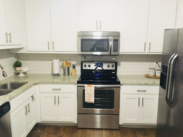 Confortable, beautiful condo Roswell/Sandy Springs