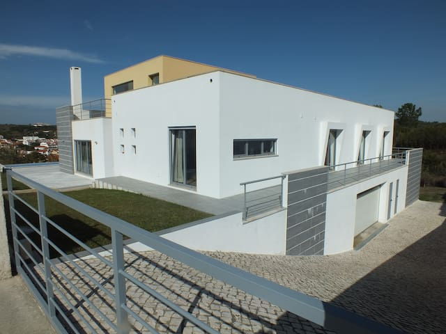 VILLA 5CH SWIMMING POOL,VILLAGE & SEA VIEW.