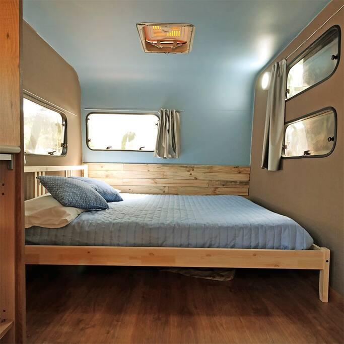 Caravana dormitorio.