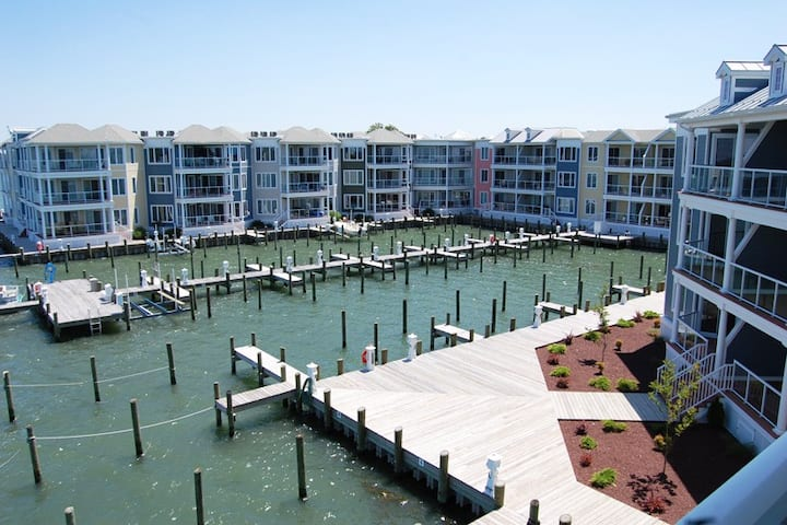 Bayside & Beyond-Waterfront w/ POOL & BOAT SLIP!