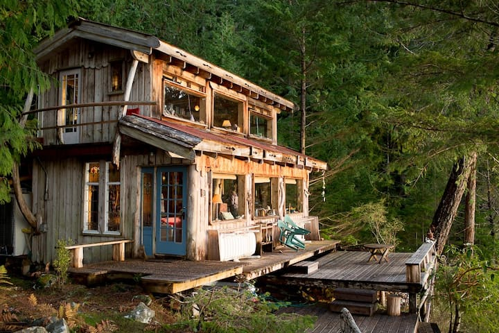 Waterfront Cabin on 10 ac, Sunsets! - Cortes Island - กระท่อม