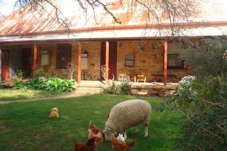 Historic, Rural, Memorable - Littlehampton - Hus