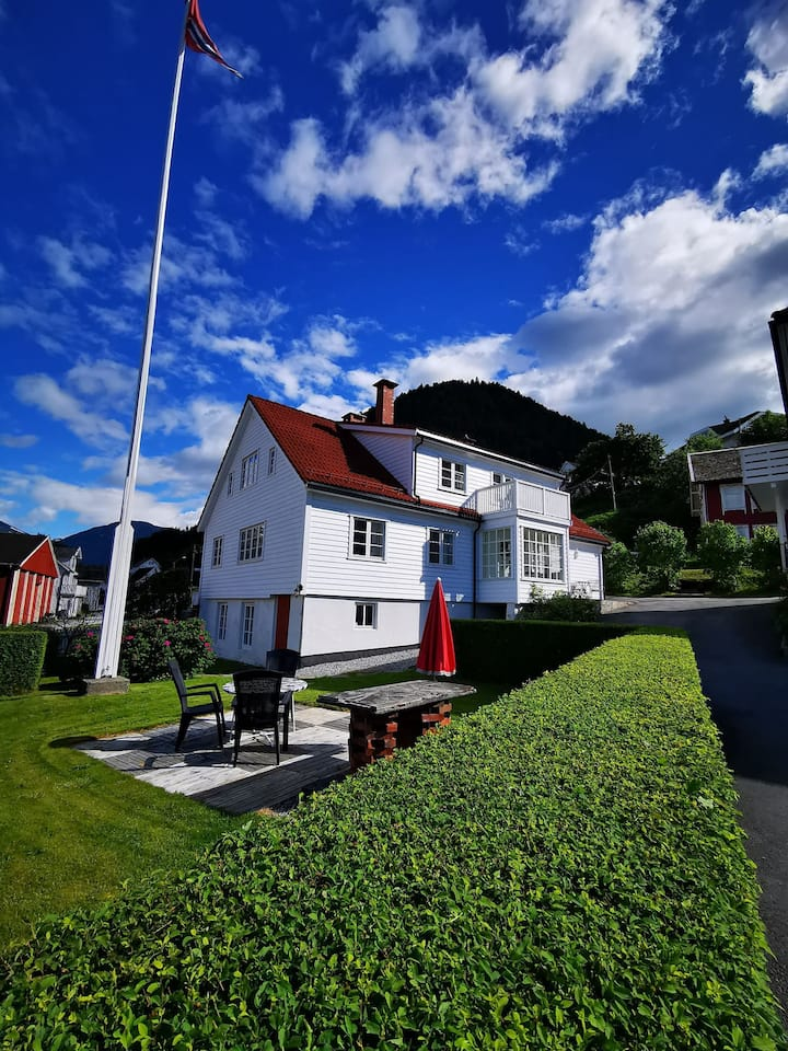 House for rent by the sea in Marifjøra