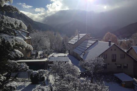 Joli T2 sous toit, vue splendide sur les montagnes - Saint-Chaffrey - Wohnung