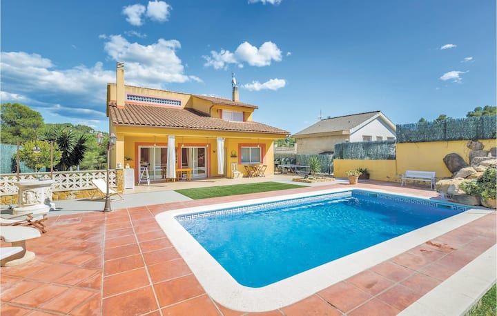 Nice home in Canyelles with WiFi and 4 Bedrooms