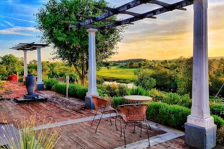 #1 Luxurious Lake Retreat, Breathtaking Views! 5★