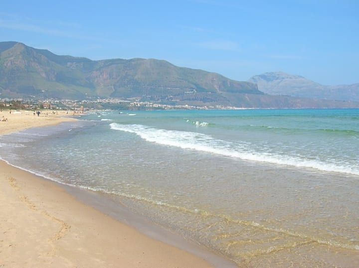 """Holiday Apartment """"Robinia 1"""" (3mins from sea)"""