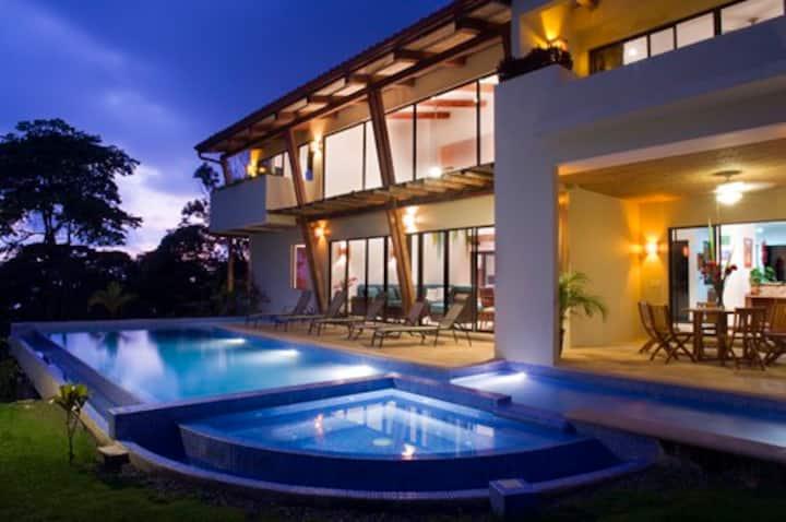 Casa Buendia: Posh Pacific Coast Rainforest Villa