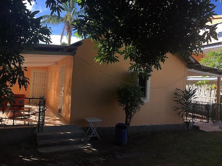 Maison avec grand jardin et parking privé