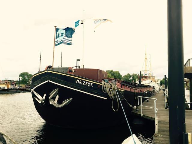 Unieke overnachting op het water. - Zutphen - Łódź