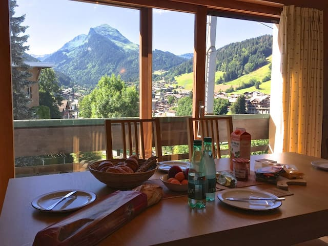 Sunny Morzine apartment for 4-5 with amazing views