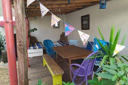 Studio indépendant avec jardin privatif