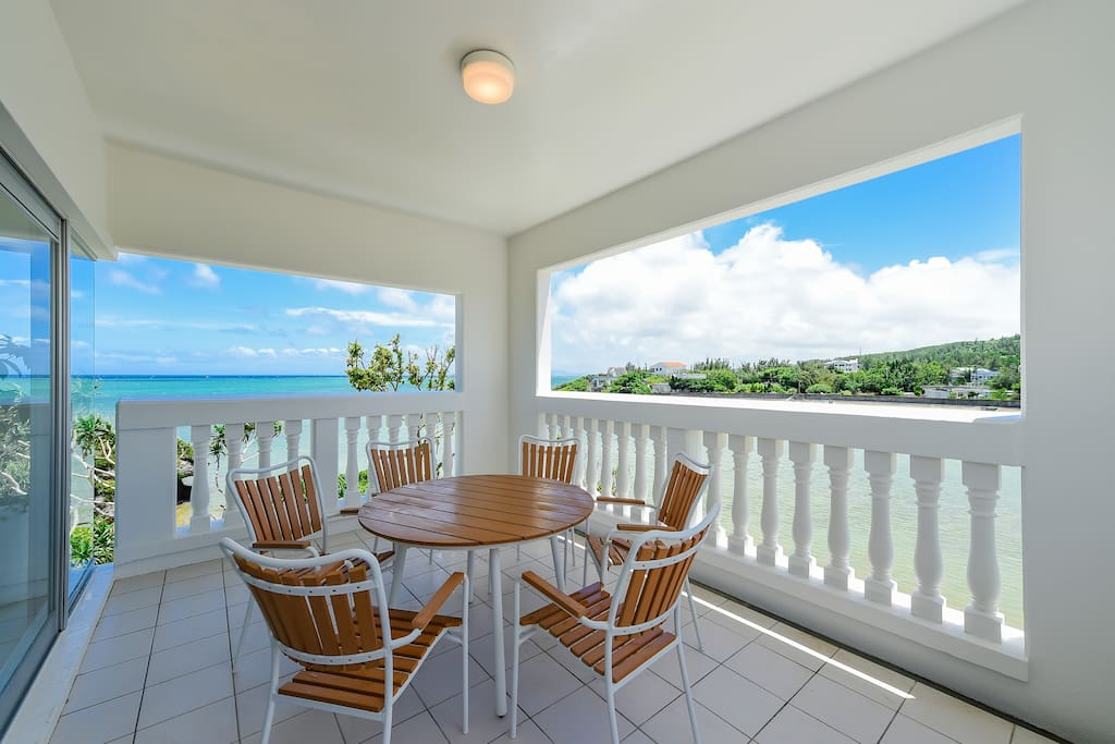 Emerald Ocean View Villa  お家の目の前はエメラルドグリーンの海が広がっています